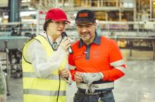 Hållbarhetsfokus när handelsministern besöker Coca-Cola i Jordbro
