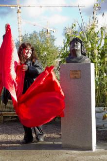 Sveriges nya staty har avtäckt sig själv