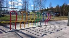 Ytterligare färgstarka cykelställ -  med både funktion och ett budskap
