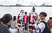 Se billederne - Julemænd overraskede turister