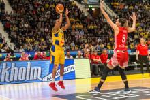 Kyligt Sverige vinner rysare på Hovet