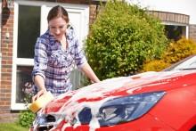 ROLAND Rechtsschutz informiert: Frühjahrsputz für Ihr Auto