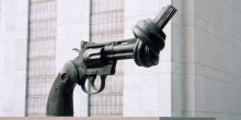 Världen: Historiskt vapenhandelsfördrag träder i kraft