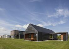 Klimaministeren indvier Det vedligeholdelsesfri Hus tegnet af Arkitema Architects