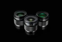 Olympus etablerar fastobjektivserien M.Zuiko F1.2 PRO med två nya produkter