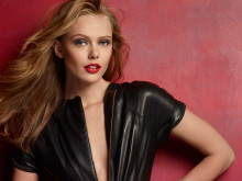 Svenska supermodellen Frida Gustavsson nytt internationellt ansikte för Maybelline New York