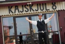 """Podcast """"Lester med gäster"""" – ny liveföreställning på Kajskjul 8´s Sommarbistro!"""