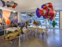Svävande fiskar av konstnären Philippe Parreno avslutar året på Tensta konsthall