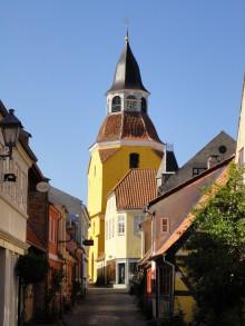 I et moderne parforhold siden 1550: Faaborgs kirke og tårn bor ikke sammen