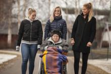 Äldreboenden matchas med allsvenska fotbollsdamer