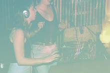Erfarne djs skejer ud på Ideal Bars musikalske legeplads