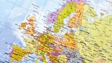 Stängda gränser och öppna hjärtan – vägen genom Europa till Sverige.