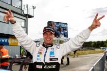Från krasch till seger för Fredrik Ekblom efter stark teaminsats