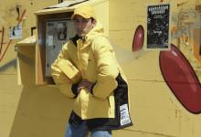 Rött och gult kommer aldrig gå ur mode – Vetements presenterar en ny DHL-kollektion