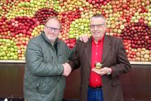Årets Guldäpple tilldelades Aad Wisse för hans insatser att utveckla svensk fruktodling