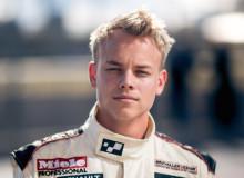 Ung debutant går sin egen väg  – ensam med femte bilmärke i STCC