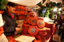 Alt fra lækre delikatesser til designvarer på de svenske julemarkeder