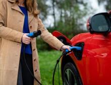 Ny undersökning från LeasePlan: Tjänstebilsförarna vill köra elbil – räckvidden fortsatt hinder
