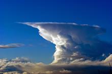 Molnkrockar ger upphov till kraftigare skyfall