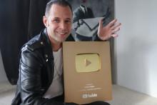 Svenska Julien är nu världens största magiker på YouTube