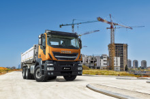 IVECO förhandsvisar den nya lastbilen Stralis X-WAY för lätt terrängkörning