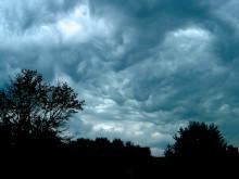Fluffiga små moln möter stenhård realism
