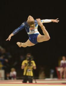 Jonna Adlerteg och Marcela Torres tävlar i World Challenge Cup i gymnastik