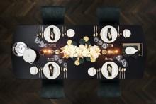 L'élégance luxueuse en blanc et doré : des plaisirs de la table pleins de style pour la plus belle fête de l'année
