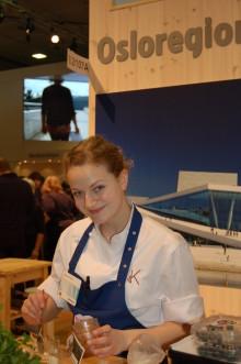 Fru K serverer røkt torsk med pultost i Berlin