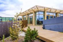 Stockholms första takpark utökar med takpaviljong
