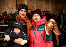 Moxter skänker 300 par vinterskor till asylboendet i Grytan
