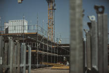 Bromsen dras i det offentliga byggandet- men inte förrän nästa år