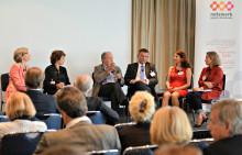 Teilnehmer des Fachsymposiums des Netzwerk gegen Darmkrebs plädieren für eine raschere Umsetzung des Krebsfrüherkennungsgesetzes.