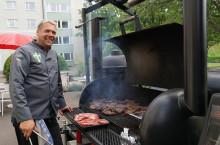 Grillmästare ordnar mat på Skogslyckans vård- och omsorgsboende