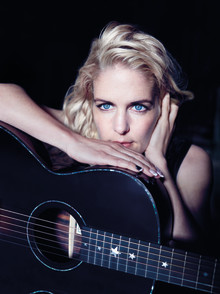 UNDER TÄCKET – Sofia Karlsson gäst i det sjätte och sista avsnittet.