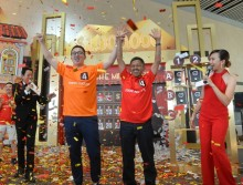 Indonesian businessman and Chinese baseball coach win big at Changi Airport's Millionaire Grand Draw