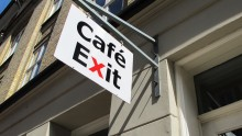 Café Exit fylder ti år