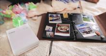 Pienikokoinen ja huippulaadukas Canon SELPHY Square QX10 -kuvatulostin tulostaa kauniit valokuvat neliönmuotoisiksi printeiksi