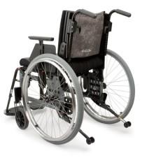 Rullstolen Etac Cross har fått en ny lättinställd rygg