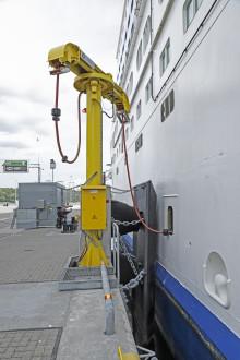 Tallink Grupp ansluter de två första fartygen till grön landström i Värtahamnen för att minska miljöpåverkan