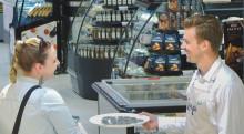 Yllättävä piilokameratemppu: ruokakaupan asiakkaille jaettiin lisäaineita