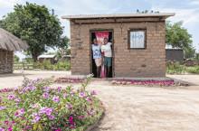 Mäklarringen bygger hus i flyktinglägret Kyangwali Uganda