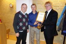 Löderups byalag tog emot diplom och Årets dragkrok