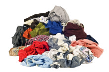 Textilier som slängs i hushållssoporna ger negativa effekter på miljön