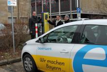 Bayernwerk nimmt Ladesäule für Elektroautos in Bayreuth in Betrieb