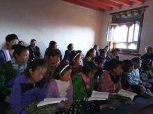 Vi skänker pengar till flickskolan i Lumla i Norra Indien