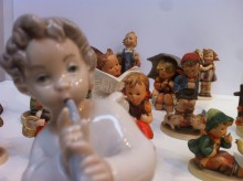 Pressinbjudan 20 okt kl 14 - 16. Dennis Dahlqvist värderar figuriner på Kulturcentrum.