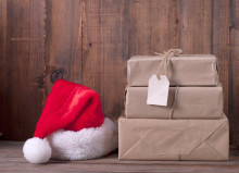Ni av ti nordmenn spleiser på julegaver