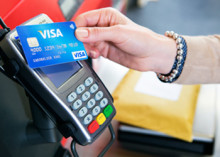 Българите похарчиха с 15% повече на годишна база за покупки с карти Visa при чужди търговци през лятото