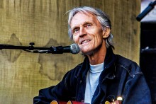 Legendariske John Holm spelar i Gävle Konserthus på torsdag